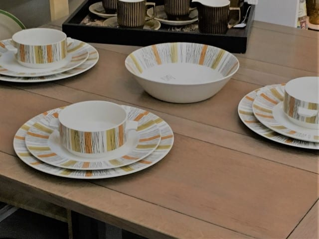 A picture of a set of matching plates and bowls